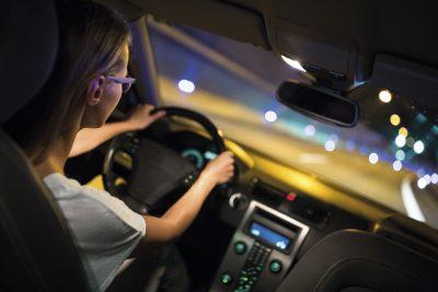 """Gutes Licht am Auto reicht nicht aus. Auch die Augen sollten """"richtig eingestellt"""" sein. Foto: © lightpoet / Fotolia"""